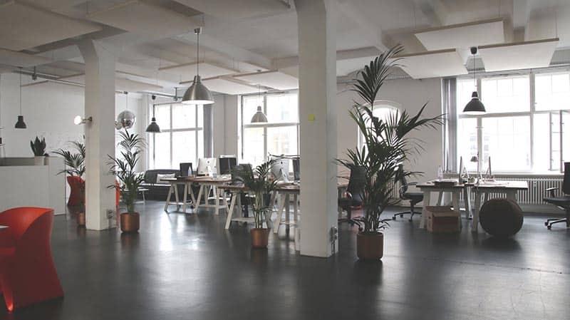 posadzka betonowa w biurze